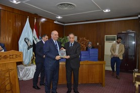 The President of the University honors the employees of the Center